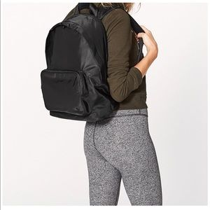 Lululemon Everywhere Backpack 17L - Like new